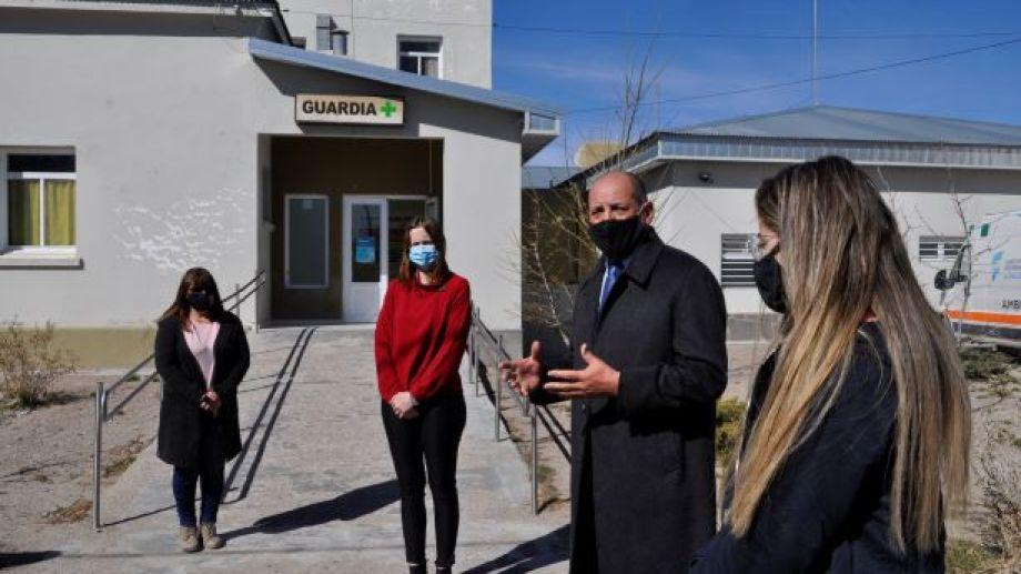 Frente al hospital hubo un merecido reconocimiento para el médico Mario Del Carpio Melgar (Foto: José Mellado)