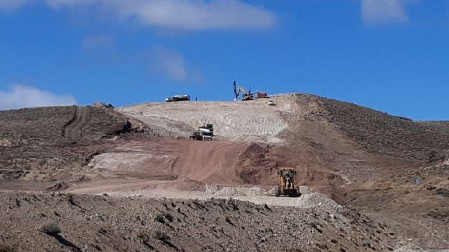 Hace unos días, los trabajos se retomaron en el tramo entre Comallo y Pilcaniyeu Viejo. Foto: José Mellado.