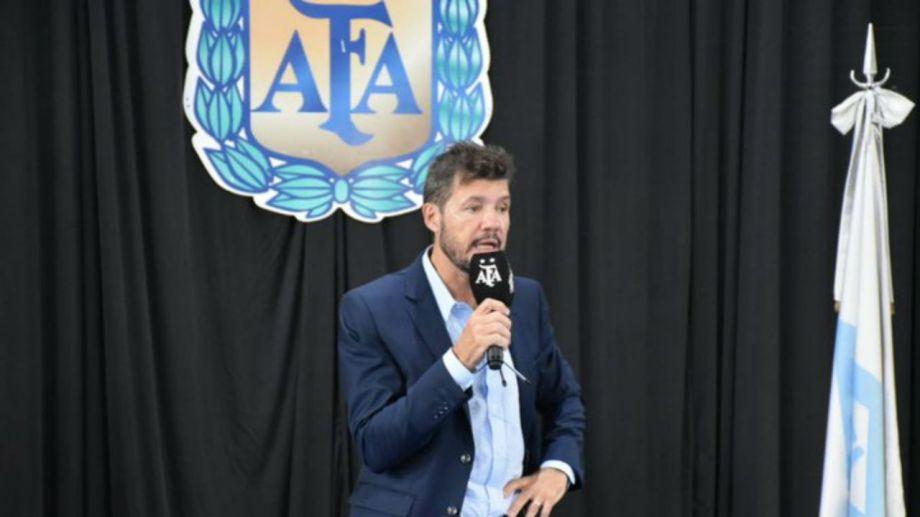 El presidente de la Lliga Profesional indicó que el fútbol podría regresar en octubre.
