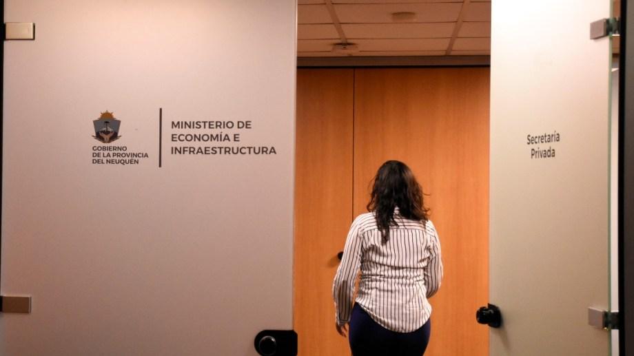 Los ingresos de la provincia tuvieron un repunte en julio por el impacto del barril criollo en las regalías. Foto: Florencia Salto.