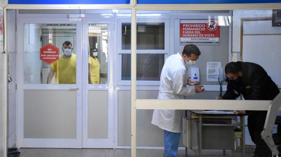 La Unidad Covid fue montada en el quinto piso del hospital Castro Rendón. Foto Florencia Salto.