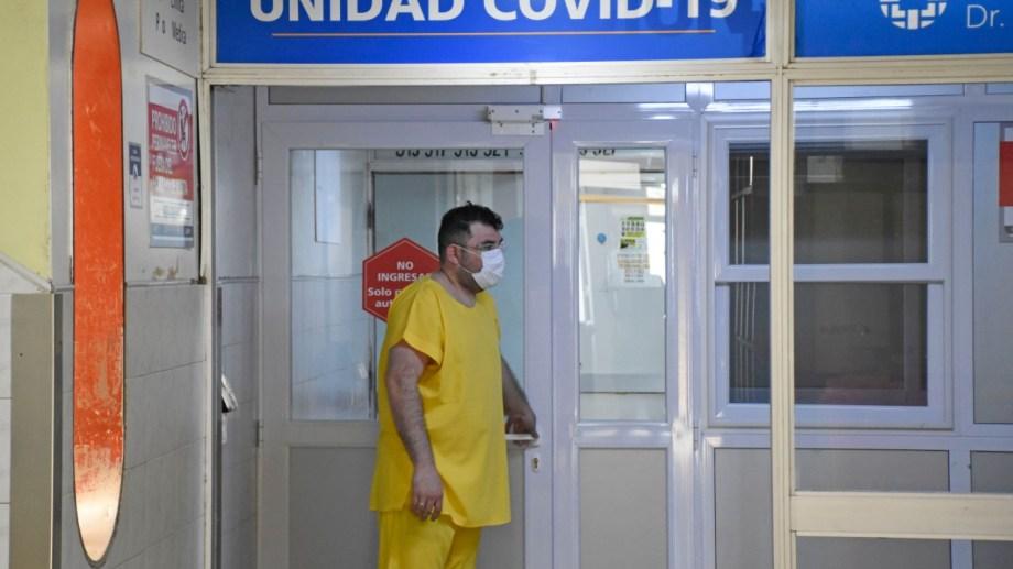 Desde el sindicato de profesionales de la salud de Neuquén indicaron que seis personas esperan por un respirador en Neuquén. Foto Florencia Salto.