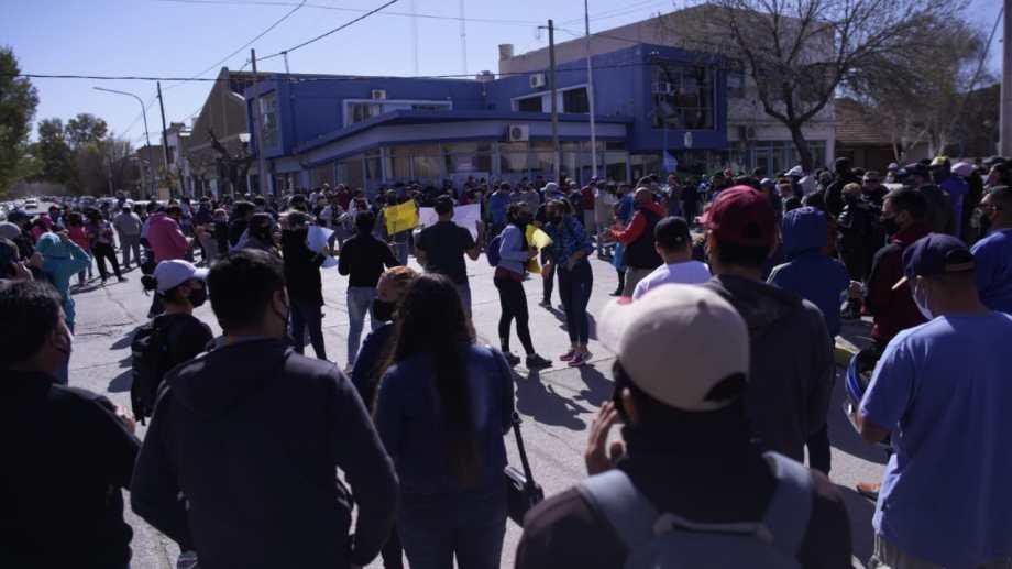 Unas 250 personas se movilizaron hacia la sede de la Unidad Regional II en Roca.