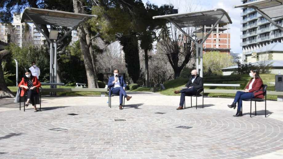 El gobernador Omar Gutiérrez encabeza el acto en el patio de Casa de Gobierno. Foto: Florencia Salto.