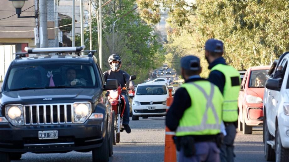 Desde el lunes se restrige la circulación de vehículos hasta las 18 horas en Neuquén capital.  Foto: Florencia Salto