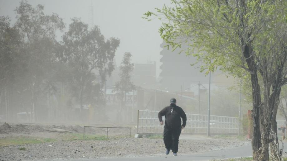 Las fuertes ráfagas se esperan para entrada la tarde de este jueves en el Alto Valle. (Foto archivo Yamil Regules)