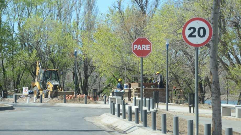 Tres rotondas prevé el paseo costero hasta Obrero Argentino. En octubre licitan la etapa con fondos nacionales para llegar a la confluencia con el río Neuquén. (foto: Yamil Regules)