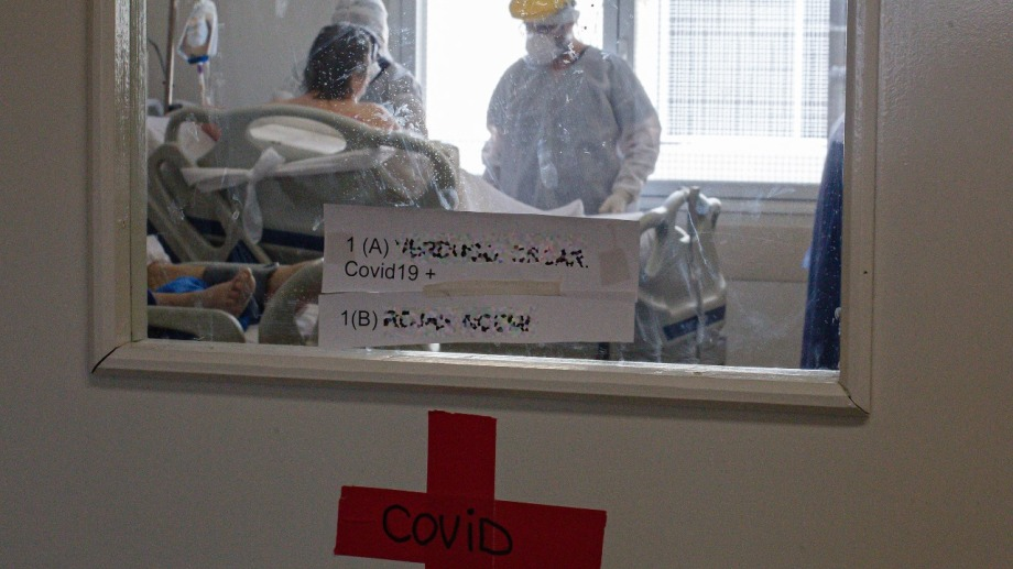 El trabajo en el hospital de Allen es intenso. En dos semanas los casos activos pasaron de 98 a 170. (Foto: Juan Thomes)