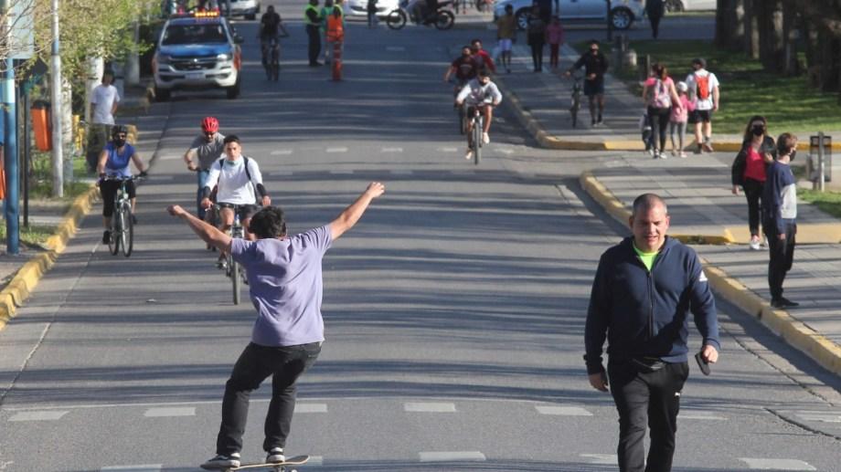 Los domingos sigue prohibido el tránsito vehicular en Neuquén. Foto: Oscar Livera.