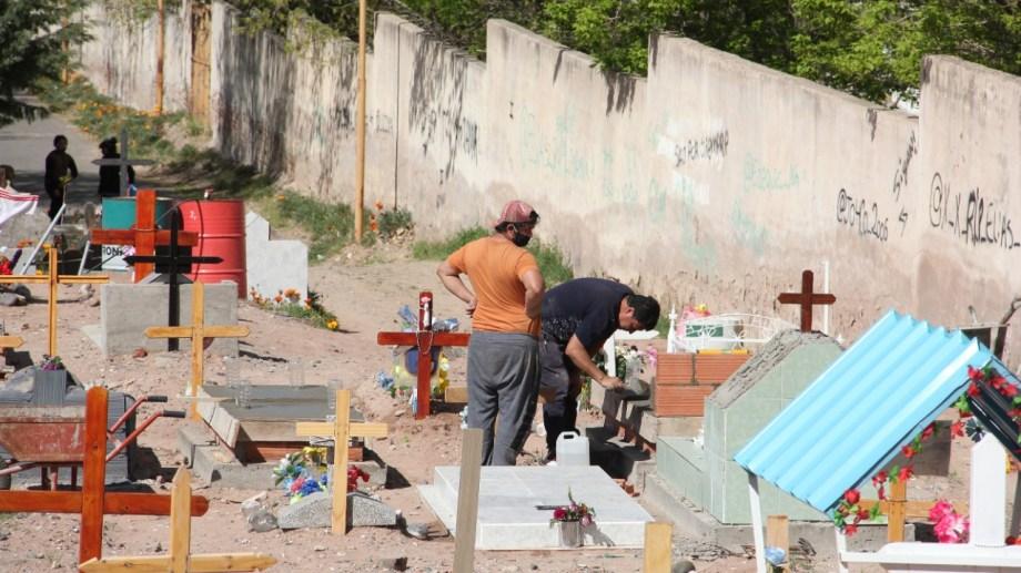 En Neuquén capital, afirman que ganaron espacio gracias a la exhumación de restos óseos. (Oscar Livera).-