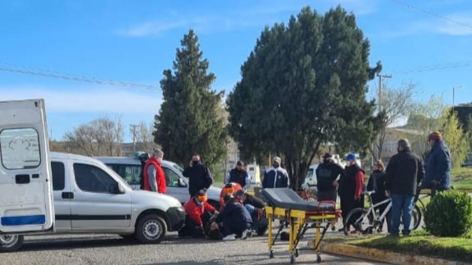 El accidente ocurrió en la rotonda de La Cooperación al sur de la ruta 22 en Regina. (Foto Néstor Salas)