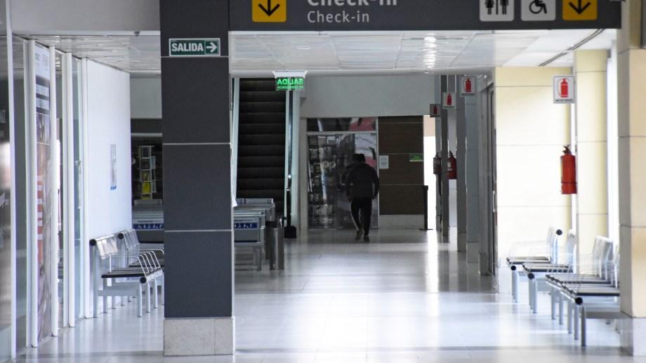 El aeropuerto de Neuquén recibirá hoy el primer vuelo comercial, tras las restricciones. (Foto: Florencia Salto)
