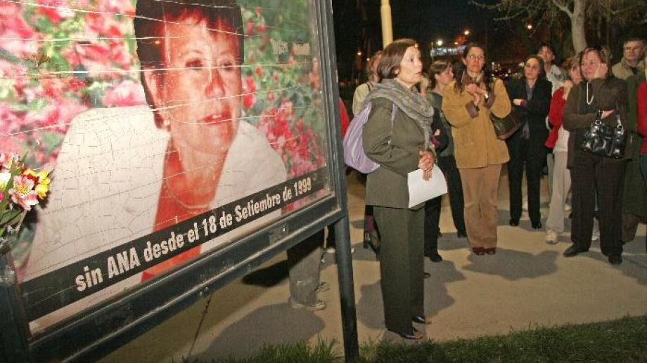 Uno de los actos para recordar a la bioquímica Ana Zerdán, asesinada en Cipolletti. (Archivo)