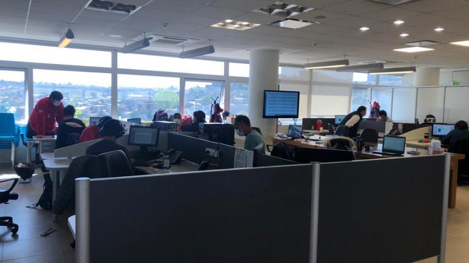 El servicio pasó de tener 10 operadores a 60.  Está vigente desde el inicio de la pandemia. Foto: Gentileza