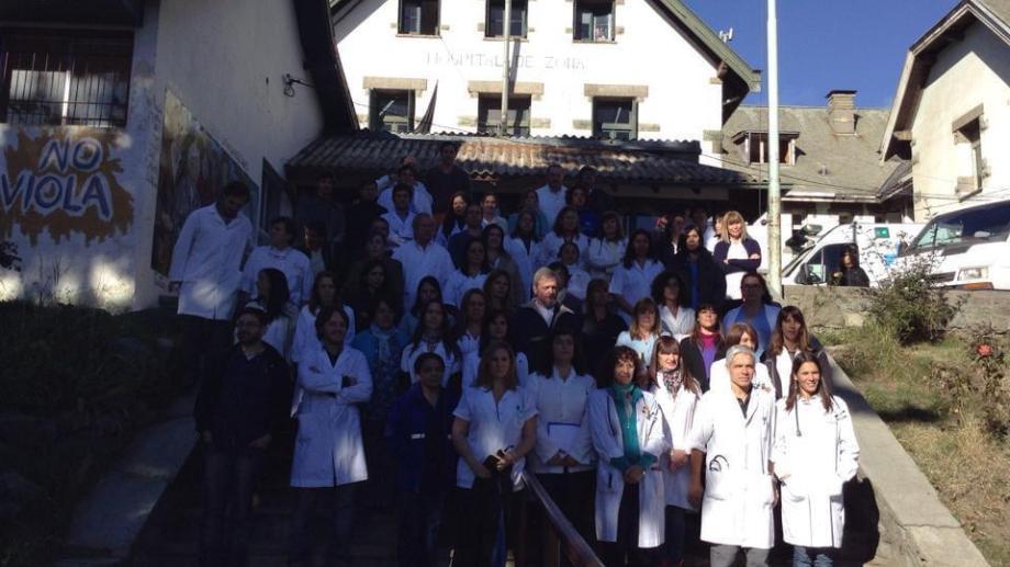 Integrantes de la Asociación de Profesionales y Técnicos del hospital Ramón Carrillo. Foto: gentileza