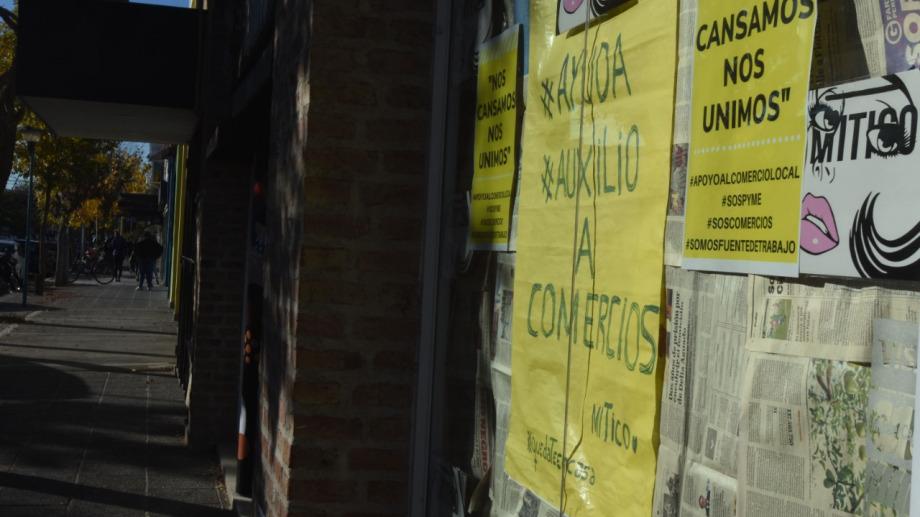 Muchos comerciantes se vieron obligados a abrir sus puertas o bien siguen sin poder realizar actividad. (foto: archivo)