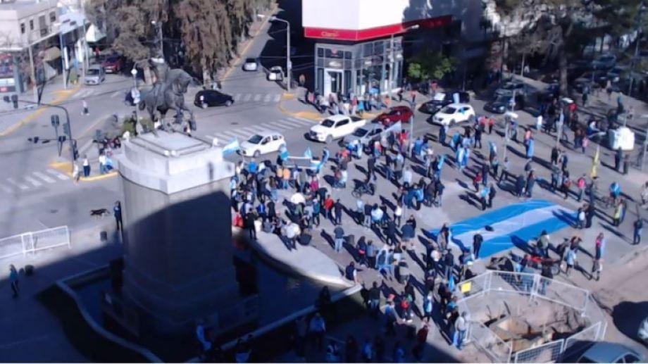 Según la cámara ubicada en la municipalidad la convocatoria tuvo sus adeptos en Neuquén. (Municipalidad de Neuquén)