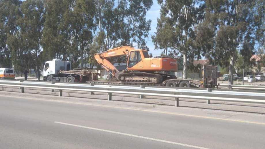 Un camión que transportaba maquinaria provocó el corte de internet.