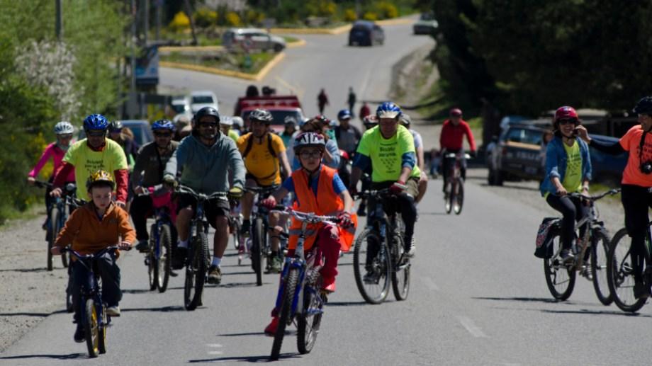 Los ciclistas de Bariloche esta vez se suman a una jornada mundial por la seguridad vial. . Foto: archivo