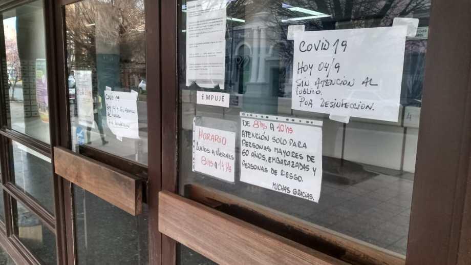 El correo reabrirá sus puertas el lunes a partir de las 8. A esa hora comenzarán a atender a las personas mayores de 60 años. (foto: Juan Thomes)