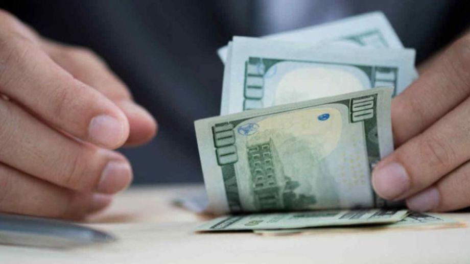Al menos doce días se tardó en retomar la venta al pública de la divisa extranjera.-