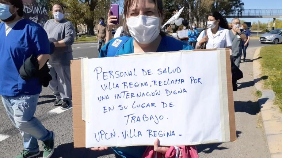 Trabajadores del hospital de Regina expresaron su malestar con un movilización. (Foto Néstor Salas)