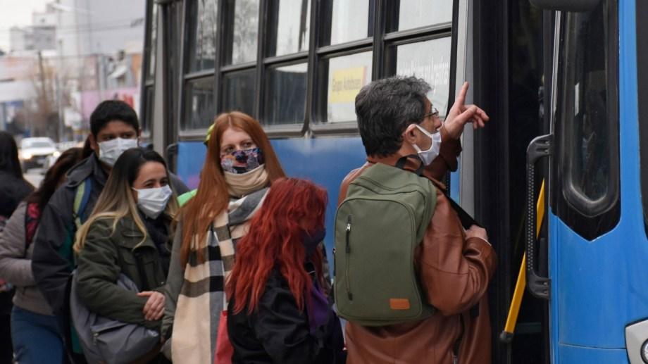 En Neuquén el transporte público es solo para personal esencial. (Foto: Florencia Salto)