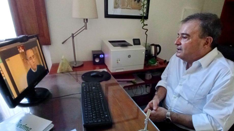 Hubo videoconferencia entre el ministro de Obras Públicas de la Nación,Gabriel Katopodis y el intendente de Viedma, Pedro Pesatti. Foto Gentileza.