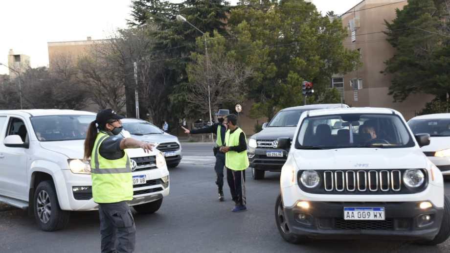 Los automovilistas presentaronn gran reticencia a obedecer los controles en el primer día de la implementación. (Foto: Florencia Salto)