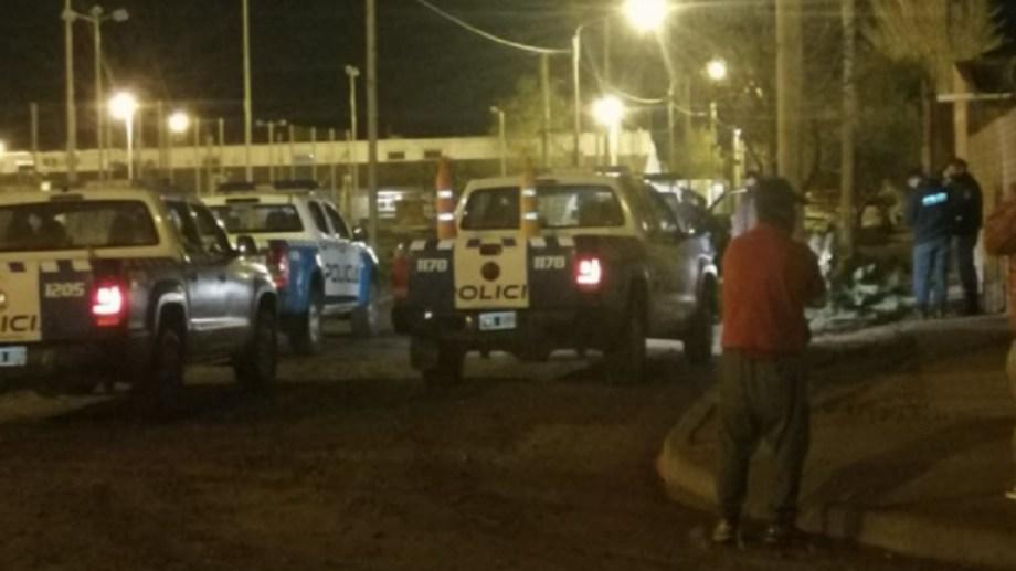 Vecinos impidieron que se perpetre el robo a una adulta mayor y a su nieto en Centenario. (Foto: Gentileza Centenario Digital).