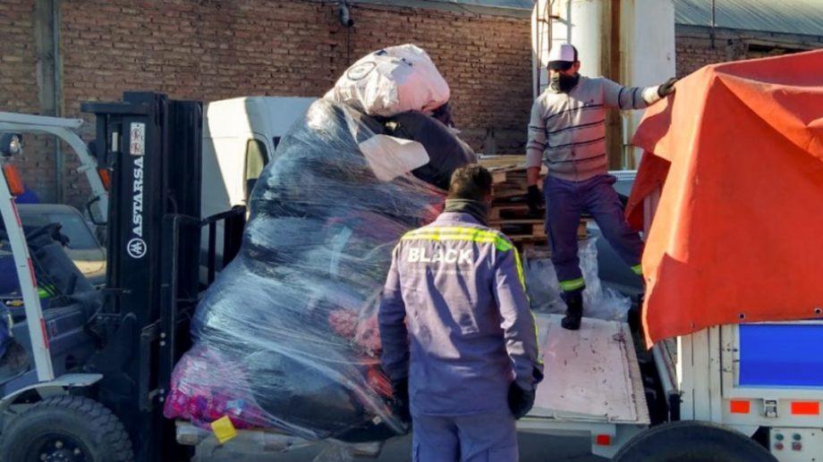 Se trata de ropa que permanecía en depósitos de la aduana por no cumplir con normativas de importación o exportación. (Foto: gentileza)