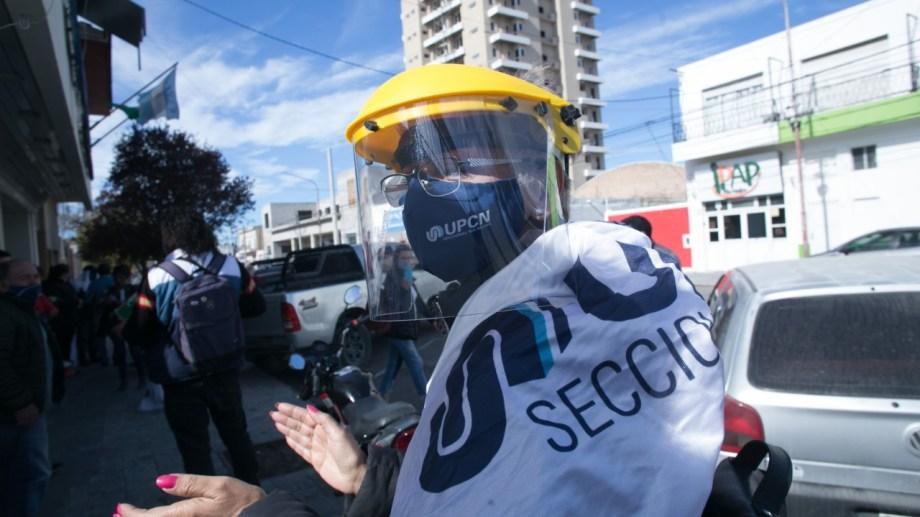 UCPC se concentró frente a su sede y marchó luego a Economía. Foto: Pablo Leguizamón.