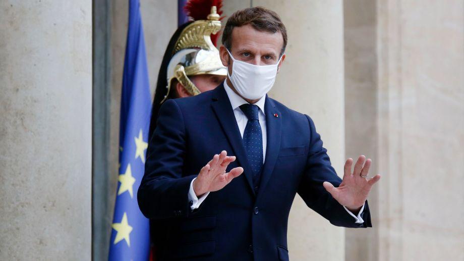El presidente Macron apeló a medidas más estrictas para frenar el avance de contagios (Foto: AP)