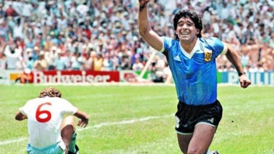 """""""Crecí amando a Diego porque su vida deportiva me transporta a los mejores recuerdos de mi existencia"""", confiesa el autor."""