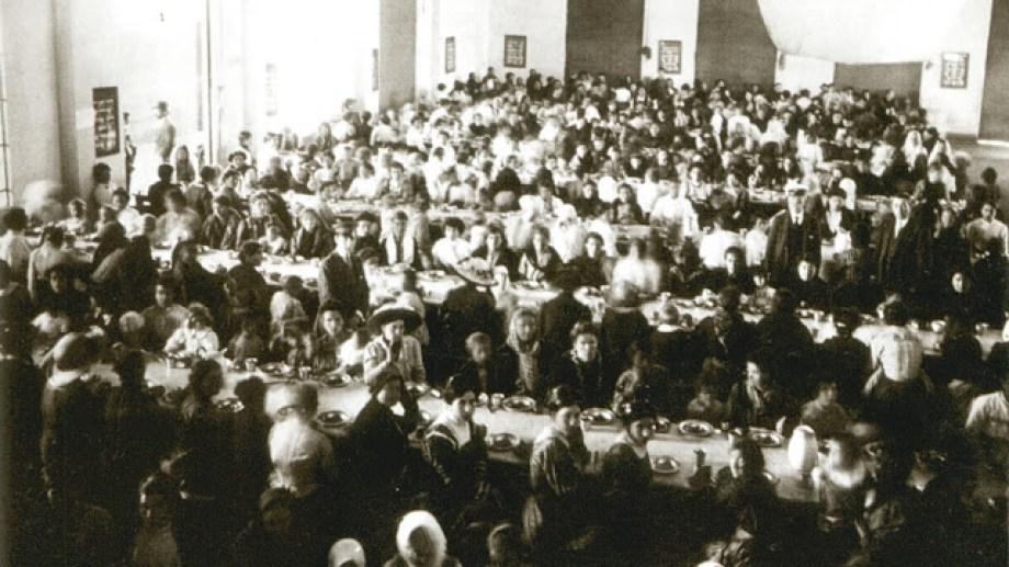 """La influencia de la inmigración en la forma de hablar de los argentinos, así como la irrupción de la radio, fue el escenario que en 1920 propició un debate acerca de la posibilidad de un """"idioma argentino"""", que el diario Crítica plasmó en una encuesta"""