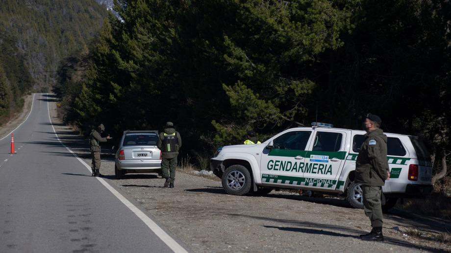 En varios tramos de la ruta 40 entre Bariloche y Villa Mascardi hay presencia de Gendarmería. Archivo