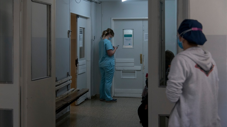 Por temor a asistir a los sanatorios o por la pandemia, muchos pacientes tardan en acudir a consulta médica. Archivo