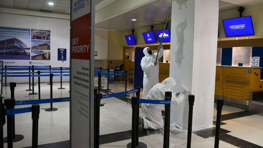 El aeropuerto internacional de Bariloche se prepara para el regreso de los vuelos de cabotaje. Foto: Alfredo Leiva