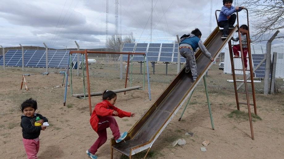 Los sistemas fotovoltaicos permiten cambiarle la vida a los habitantes de los parajes aislados del interior del país.