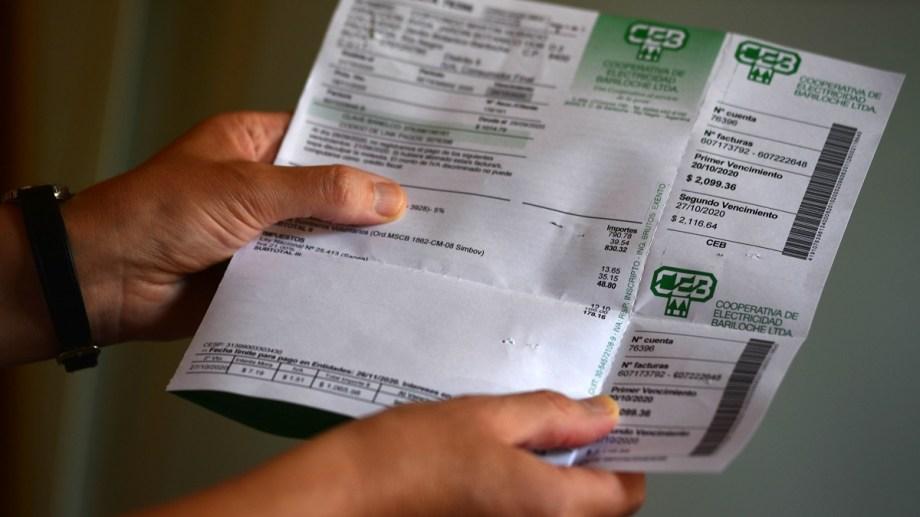 Se inició una investigación judicial por los cobros extra en el talón B de la factura de la CEB. Archivo