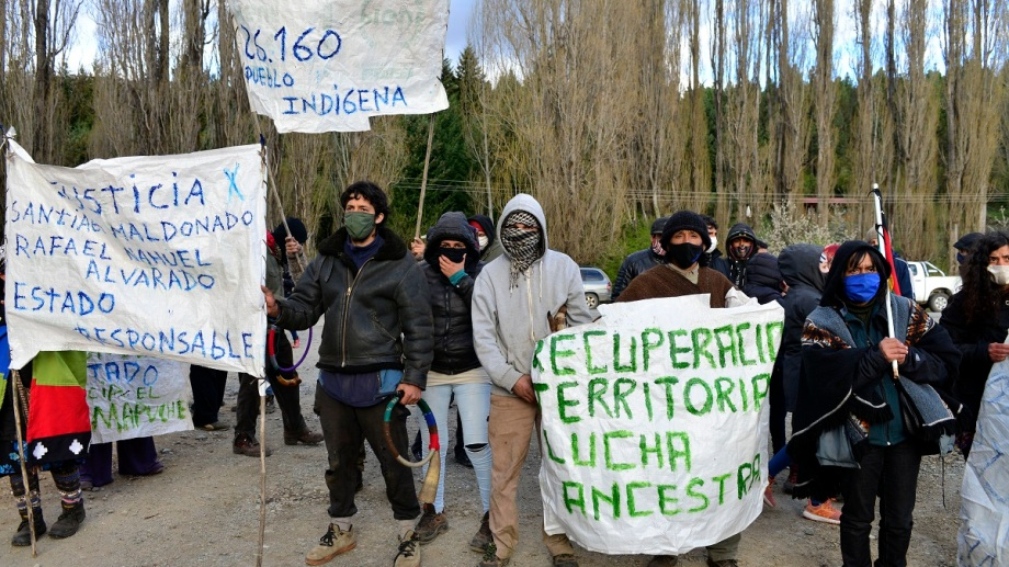 Apoyo a la comunidad Gallardo Calfú en el operativo de desalojo en El Foyel. Foto: Alfredo Leiva
