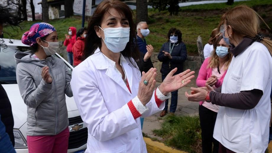 Profesionales y técnicos del hospital Ramón Carrillo protestan cada jueves por la recomposición de sus salarios. Archivo