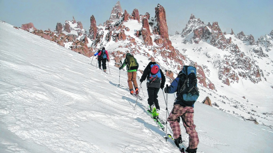 Ante la situación generada por la pandemia muchos adquirieron equipos para practicar esquí de montaña.