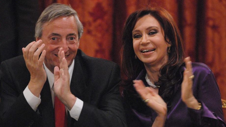 Por ley los expresidentes cobran pensiones vitalicias.