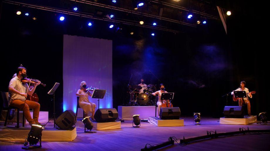 Los elencos de Fundación Cultural Patagonia graban sus números en el Auditorio Ciudad de las Artes.