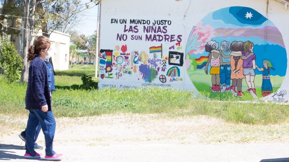 Profesionales de la salud y de Trabajo Social integran la red que garantiza el acceso a la ILE en Roca. Foto Juan Thomes.