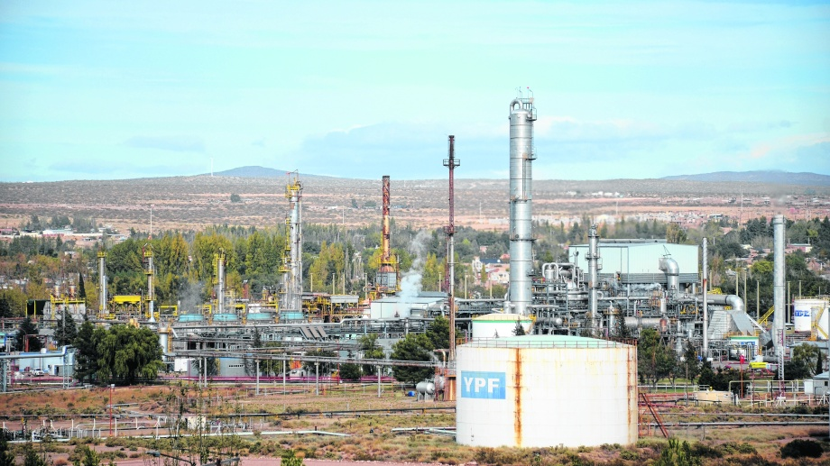 Uno de los delincuentes trabajaba para la petrolera de mayoría estatal en Neuquén.