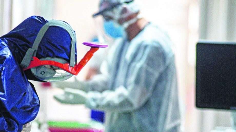 Un 45% de la planta activa de enfermería del hospital de Roca ya se enfermó de covid-19.