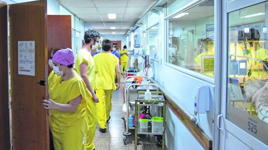 La ocupación de camas de terapia intensiva es de 96,2% en toda la provincia. Foto: Florencia Salto