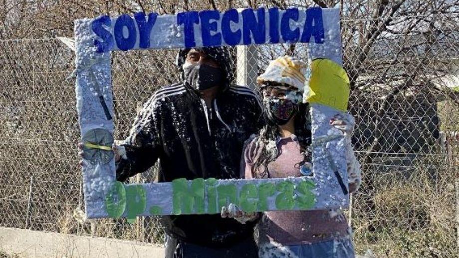 Andrea Laurín y Carlos Castañeda se recibieron de Técnicos Mineros hace pocos días. Foto: gentileza.